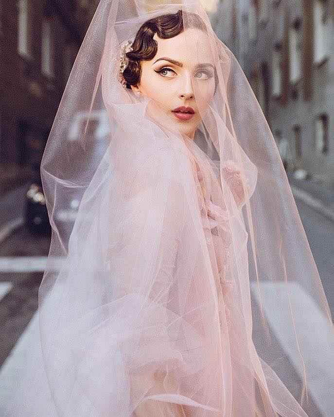блоггер, свадебное платье, фата