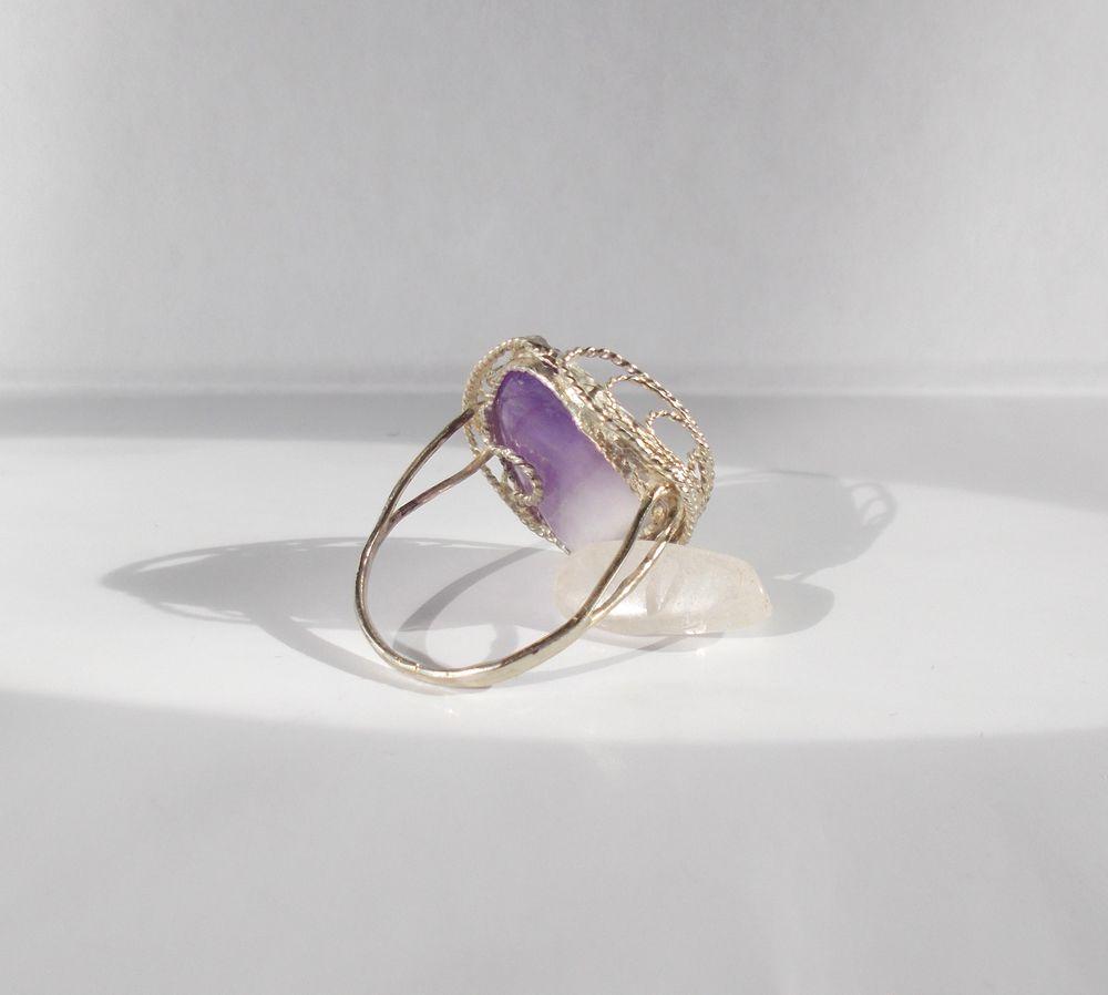 фигурное кольцо с камнем, красивое кольцо аметист
