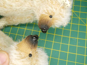 Лакируем вышитый нос мишке | Ярмарка Мастеров - ручная работа, handmade