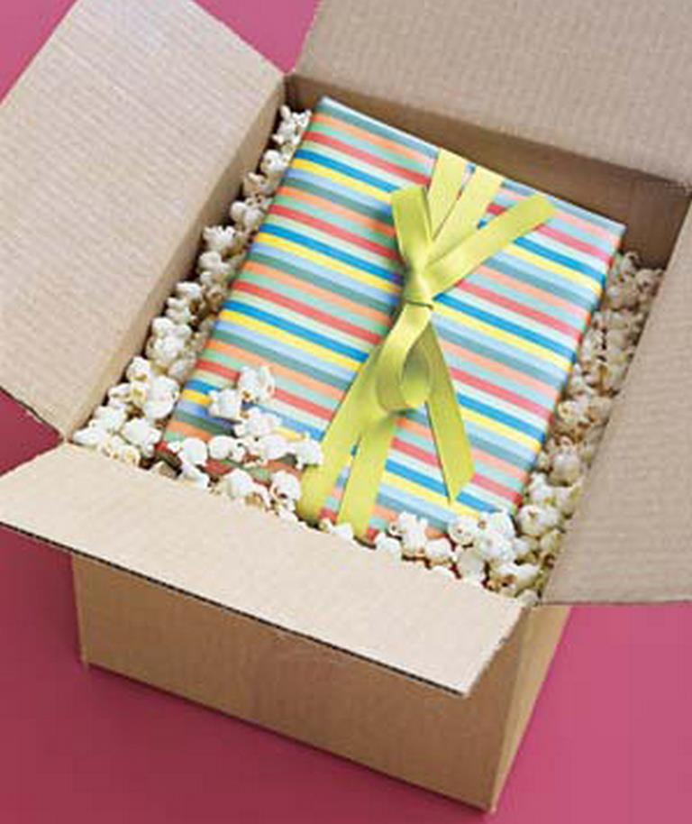 Что можно положить в коробку с подарком своими руками