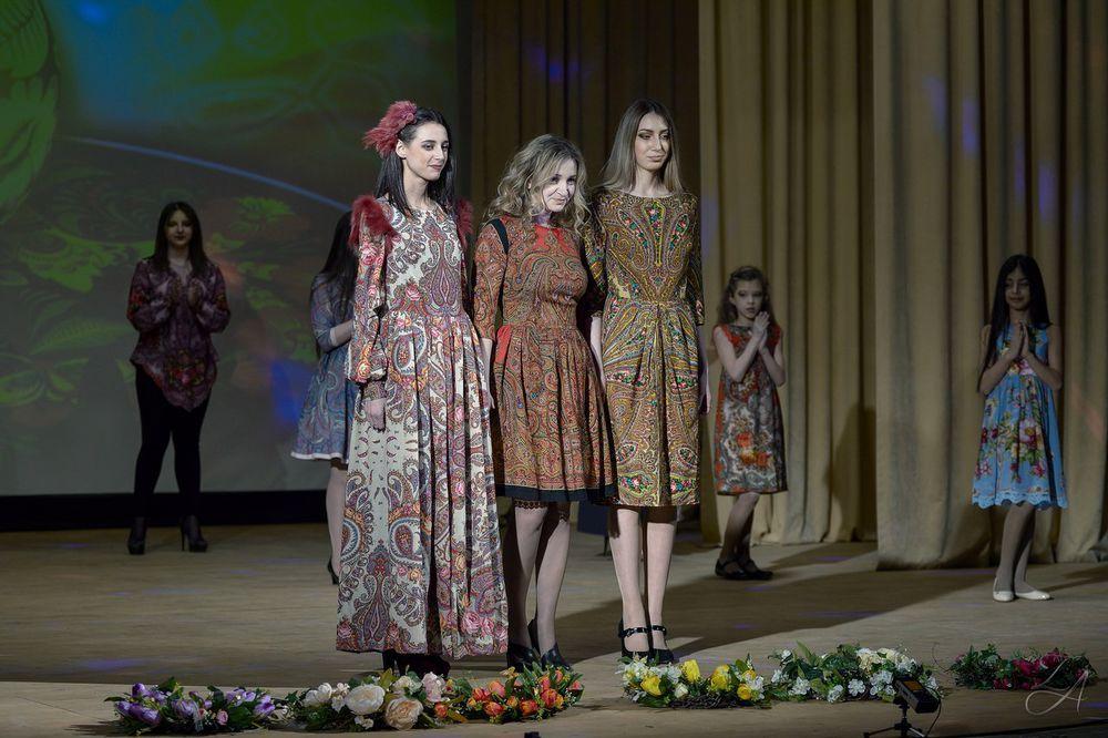 показ мод, одежда для девочек, цветочный принт