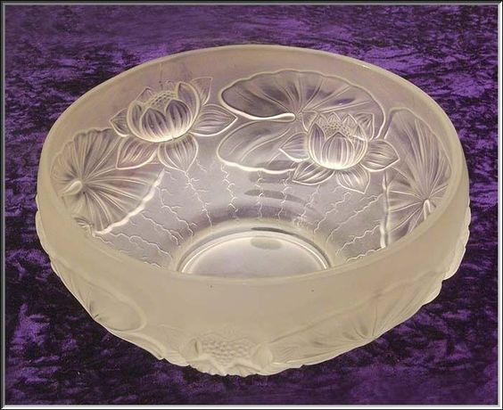 Gorgeous c. 1930s BAROLAC Bohemian Frosted Glass WATERLILY Relief Center Bowl: