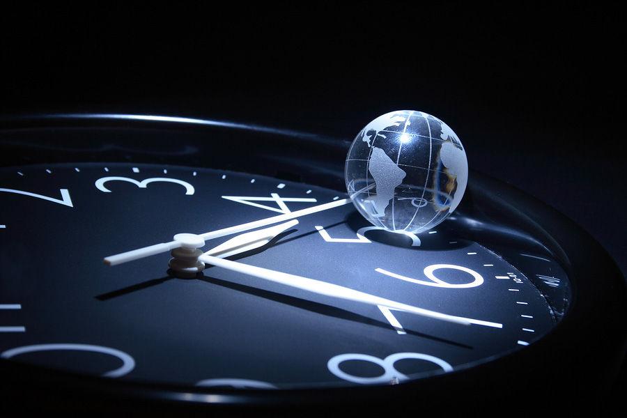 деревянные часы на стол