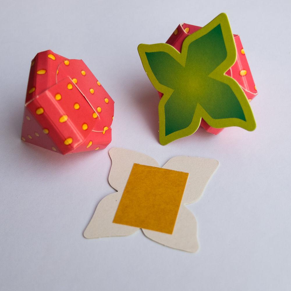 клубничка из бумаги