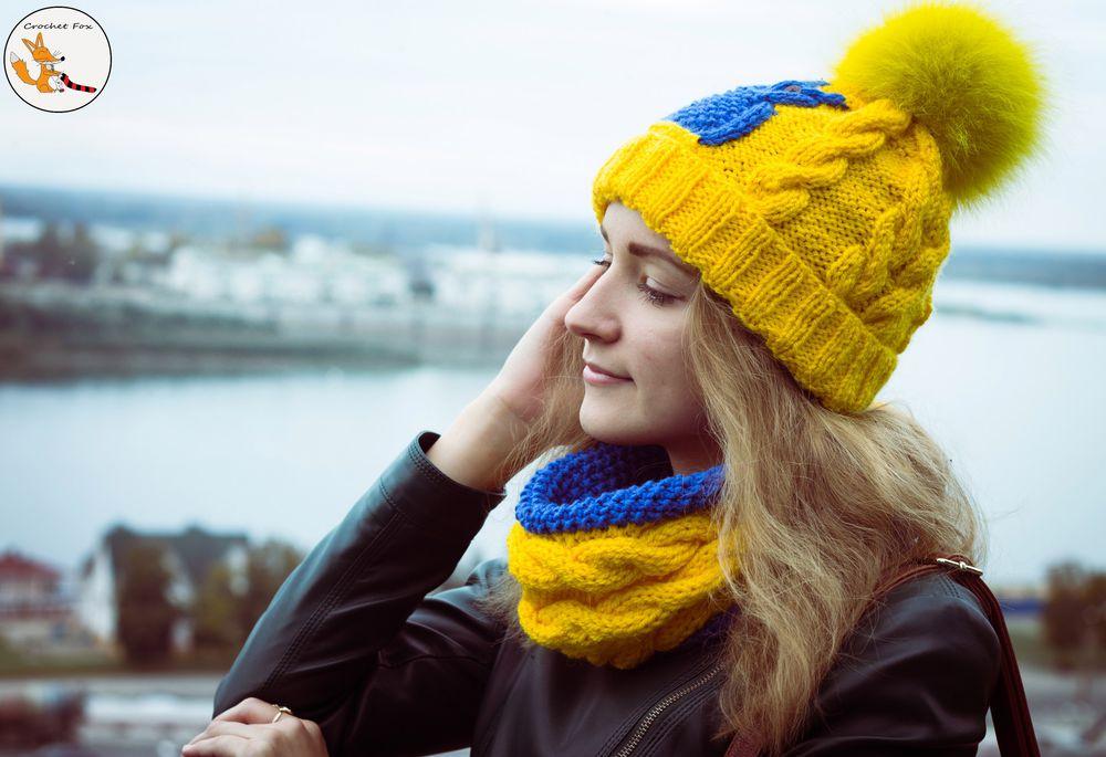 шапка с помпоном, женщине