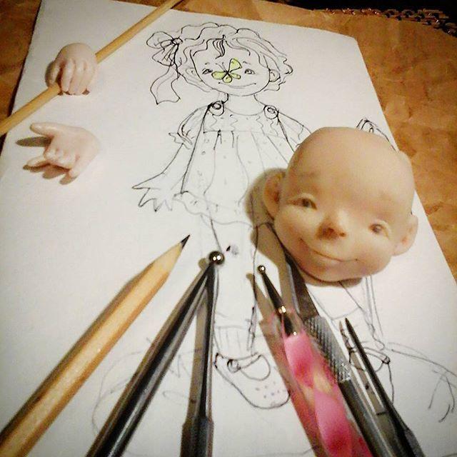 на рабочем столе, кукла в процессе, делаем кукол, аленины куклы, детство, охота на бабочек, бабочка, радость, лето
