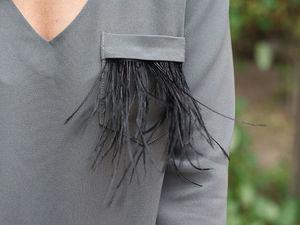 Женский брючный костюм с декоративной отделкой из перьев страуса. Ярмарка Мастеров - ручная работа, handmade.