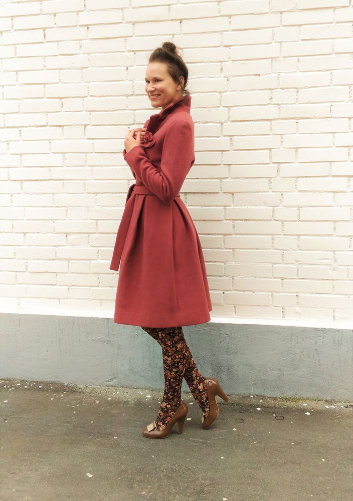 акция магазина, зимнее пальто со скидкой, пальто в ретро-стиле