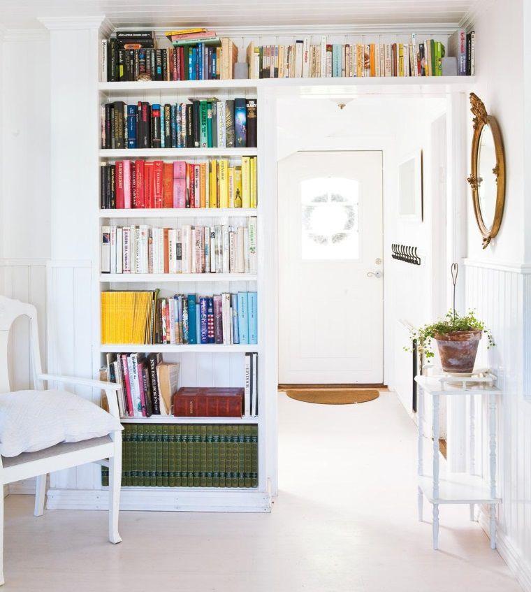 Поиграем в прятки: 45+ идей полок для маленькой квартиры, фото № 1