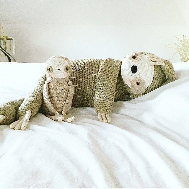 Домашний уют ленивцев и смелые путешествия зайчат: вязаные герои Sandrine Deveze