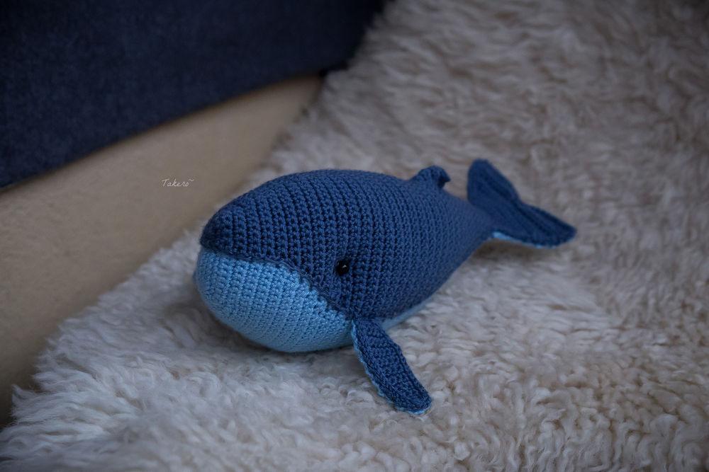 киты, игрушка крючком, синий