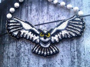 Аукцион на вышитое бисером мини-колье в форме летящей совы с  кахолонгами - сейчас!. Ярмарка Мастеров - ручная работа, handmade.