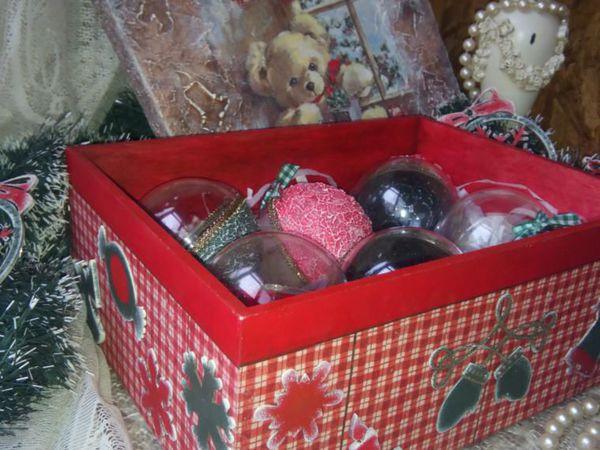 Большая коробка с набором новогодних ёлочных шариков