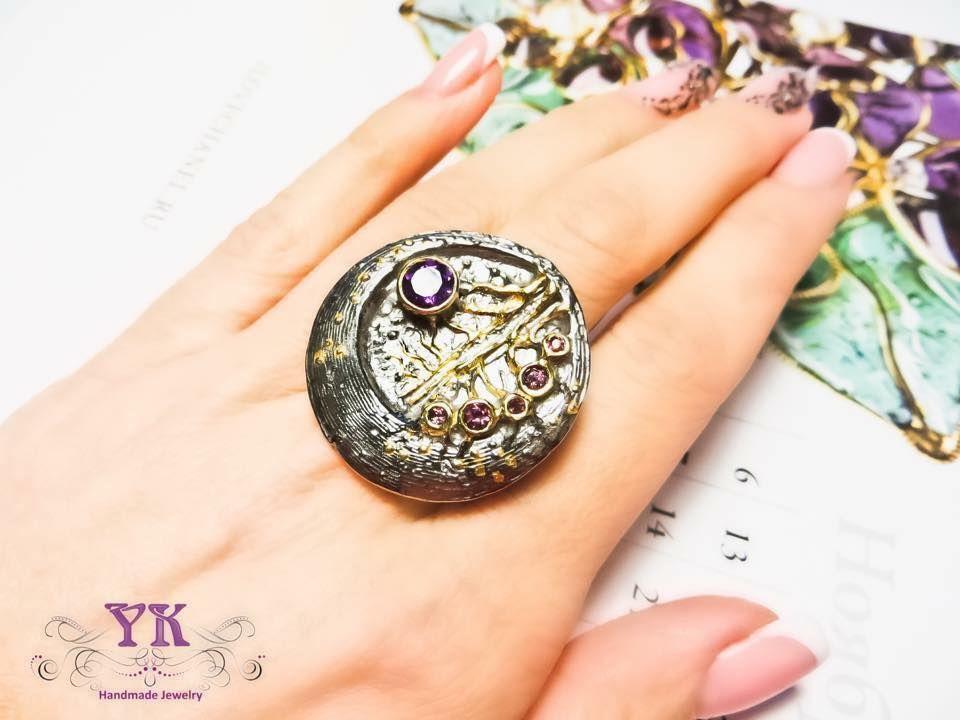 Кольцо со скидкой чернёного серебра 925 пробы с позолотой и аметистом.