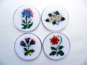 Щедрый аукцион. Магнитики Стилизованные цветы. Ручная вышивка крестом.. Ярмарка Мастеров - ручная работа, handmade.