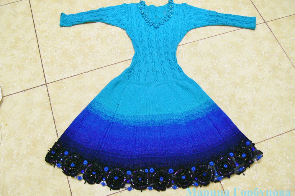 платье спицами
