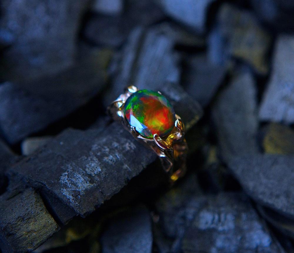 опал, натуральный опал, синий опал, золотое кольцо, опал в золоте, пламя