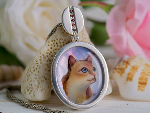 Painting a Miniature Cat on Nacre to Create a Cool Pendant. Livemaster - handmade