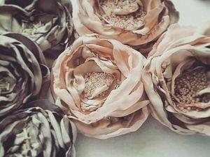 Шьем красивые цветы из ткани для декора одежды, обуви и аксессуаров. Ярмарка Мастеров - ручная работа, handmade.