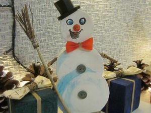 Изготавливаем интерьерное украшение: делаем снеговичка из обрезков полистирола и подручных материалов. Ярмарка Мастеров - ручная работа, handmade.