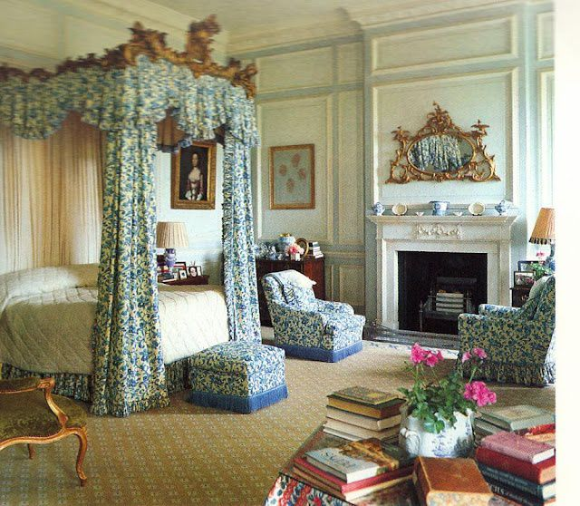 English elegance. What a bed!