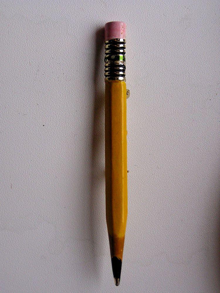 брошь, карандаши