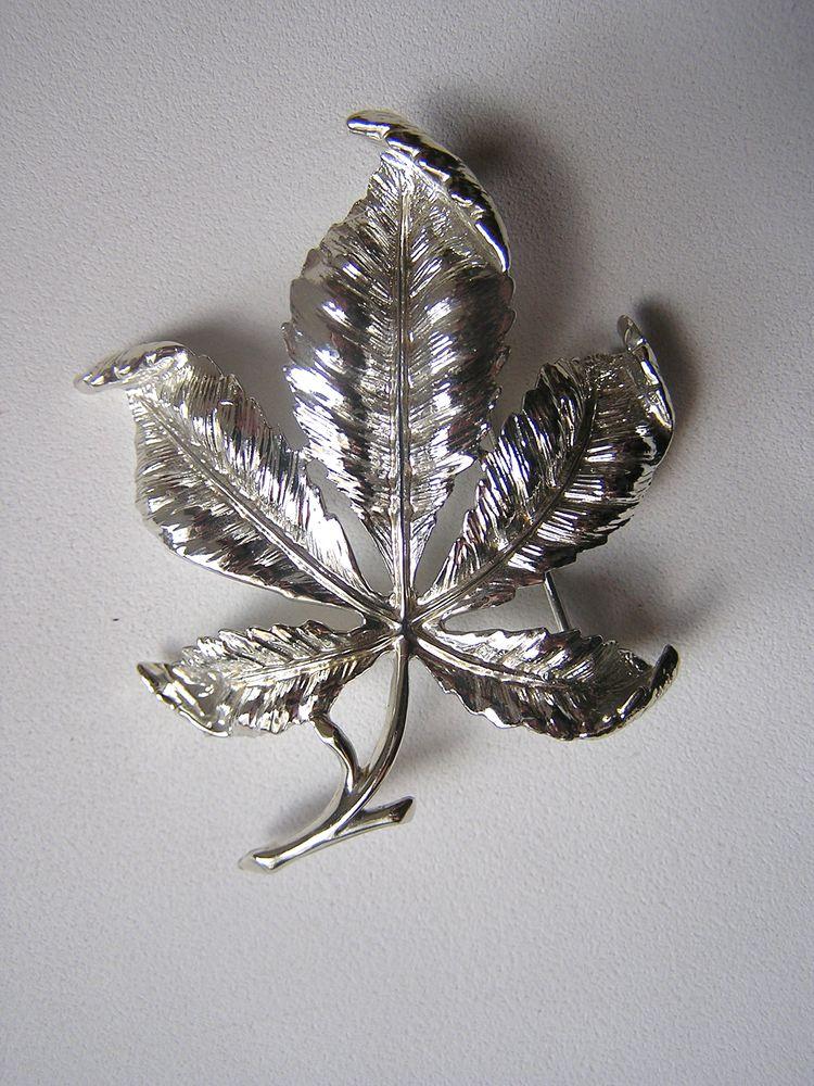 брошь, листья