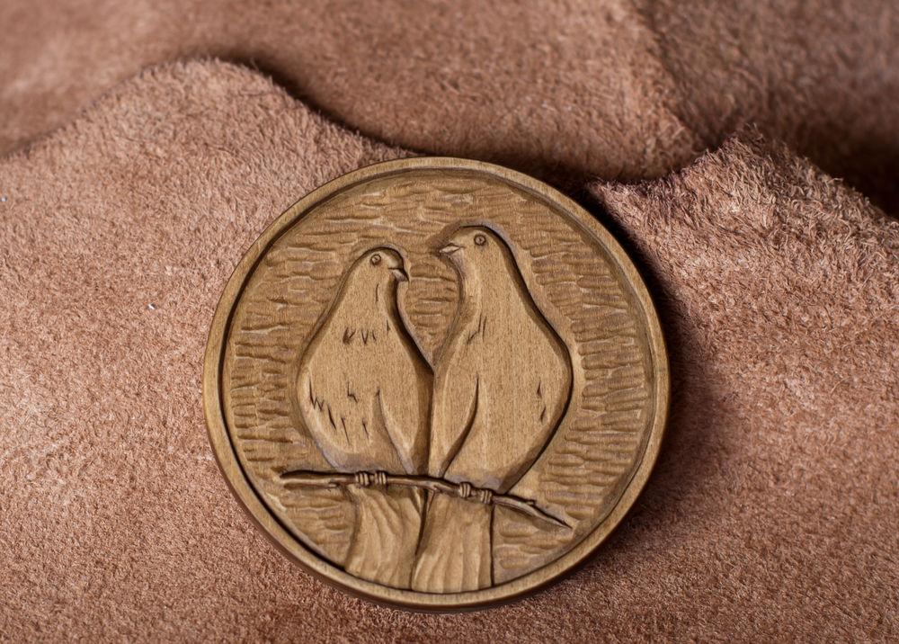 резная монета, подарок