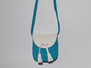 Шьем для куколки двухцветную сумочку из натуральной замши. Ярмарка Мастеров - ручная работа, handmade.