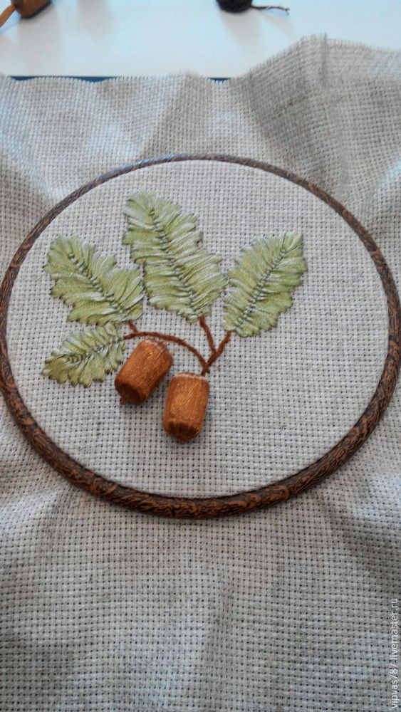 Embroidering Autumn Acorns in Wooden Hoop with Floss, фото № 11