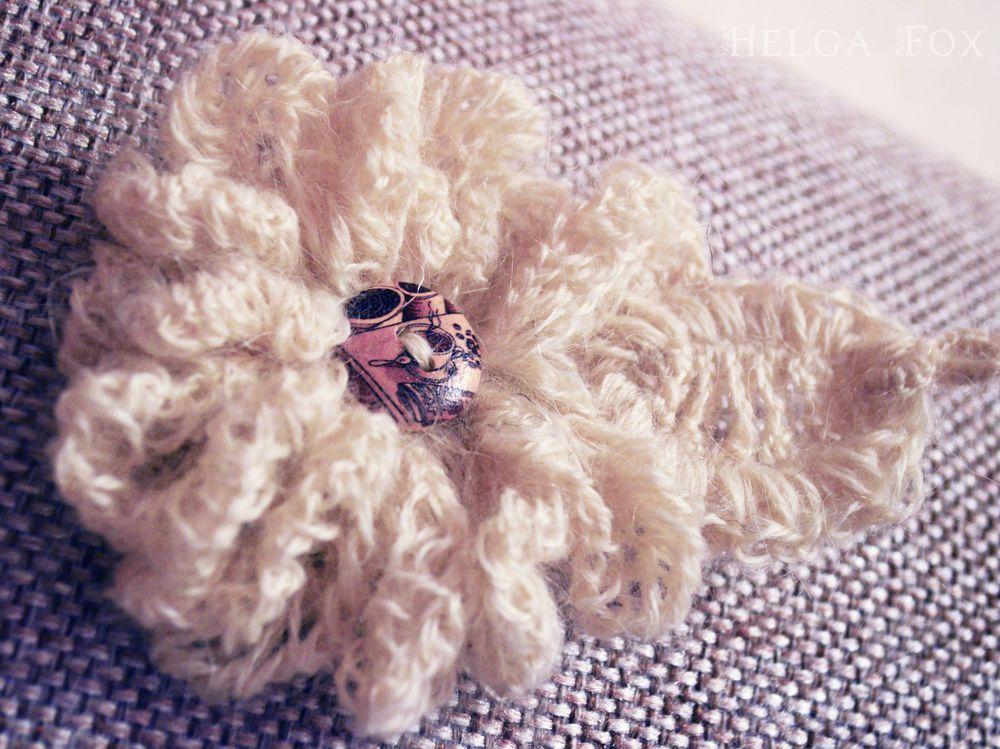 брошь, белый, кофе, молочный, брошь цветок, брошь в виде цветка, белый цветок, кофейный, бохо, бохо брошь, брошь для пальто, брошь для пиджака, вязаная брошь, крупная брошь, брошь из шерсти, цветочная композиция, вязаные украшения, белая брошь, брошь ручной работы, брошь с цветком