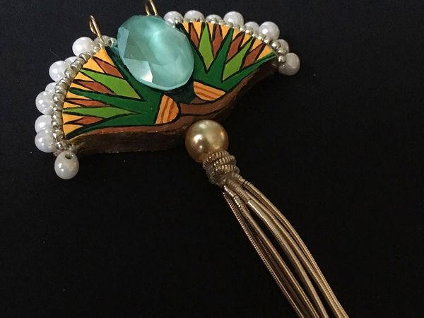 Создаем кулон «Цветы Египта». Сокровища фараонов из картона и других доступных материалов