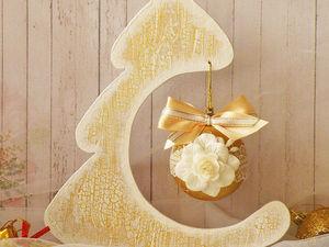 Создаем морозную новогоднюю елочку с шариком для праздничного декора комнаты. Ярмарка Мастеров - ручная работа, handmade.