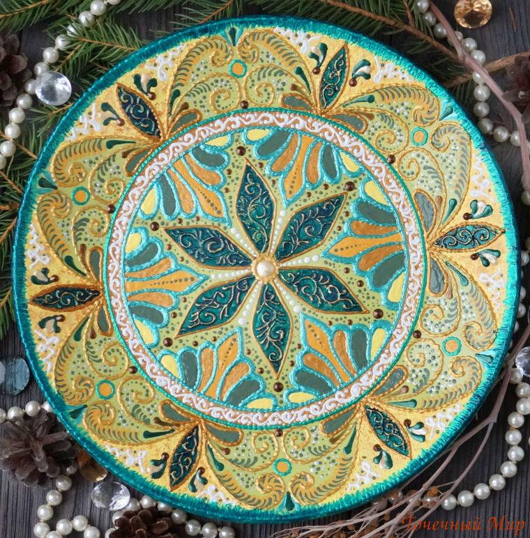 Точечная и контурная роспись интерьерной тарелки различными инструментами акриловые контуры, кисти, дотсы, фото № 1