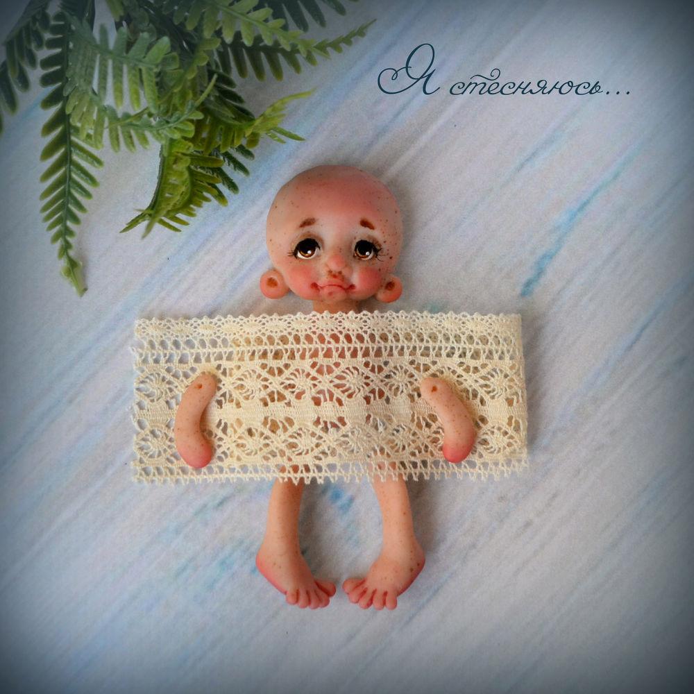 авторская брошь, маленькая куколка, недорогой подарок