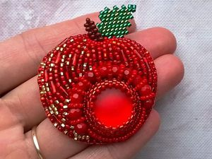Вышиваем бисером объемную брошь-кулон «Наливное яблочко». Ярмарка Мастеров - ручная работа, handmade.