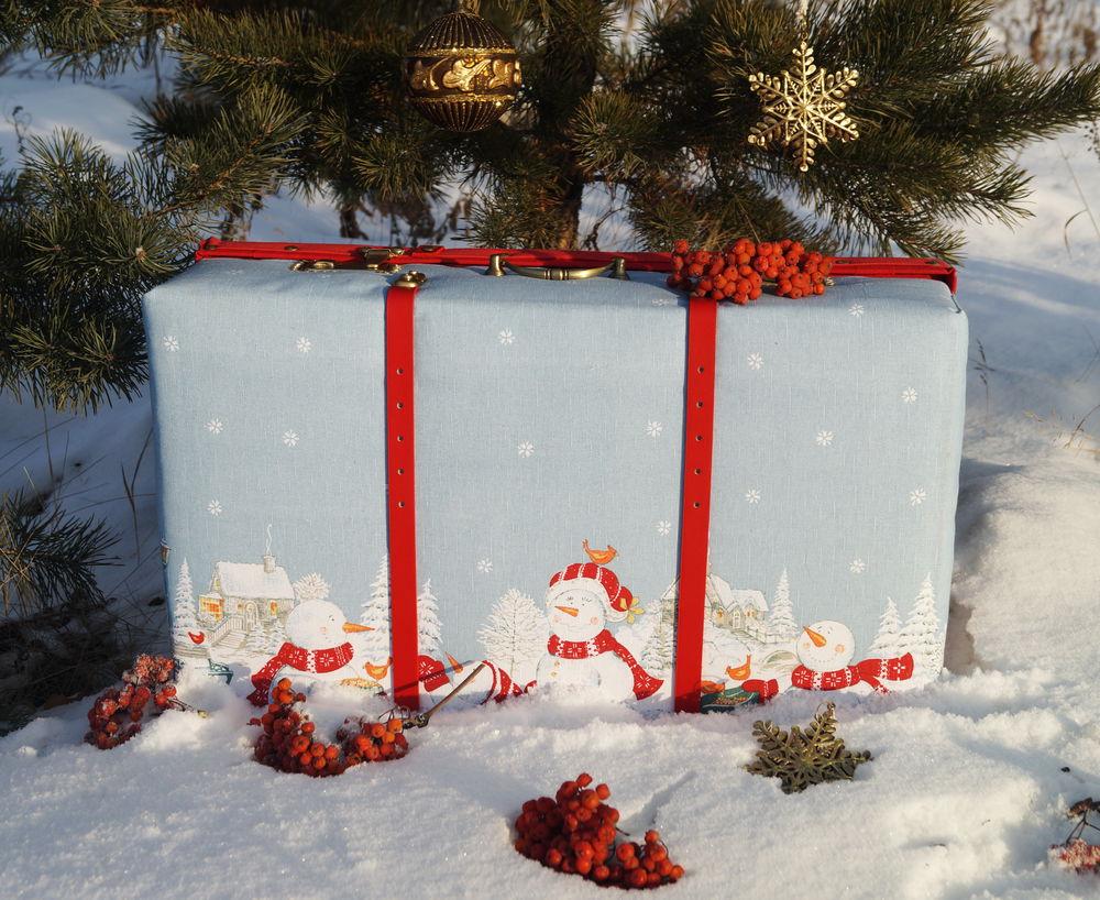 чемодан, новогодний декор, магазин декора