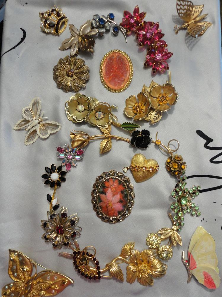 8 марта, 8 марта подарок, весенняя акция, весна, винтаж, винтажные украшения, винтажная бижутерия, винтажные броши, брошь цветы, брошь цветок, брошь винтаж цветок, цветы, скидки на украшения, скидки