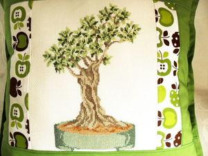 Щедрый аукцион. Подушка с деревом ручной вышивки. Ярмарка Мастеров - ручная работа, handmade.