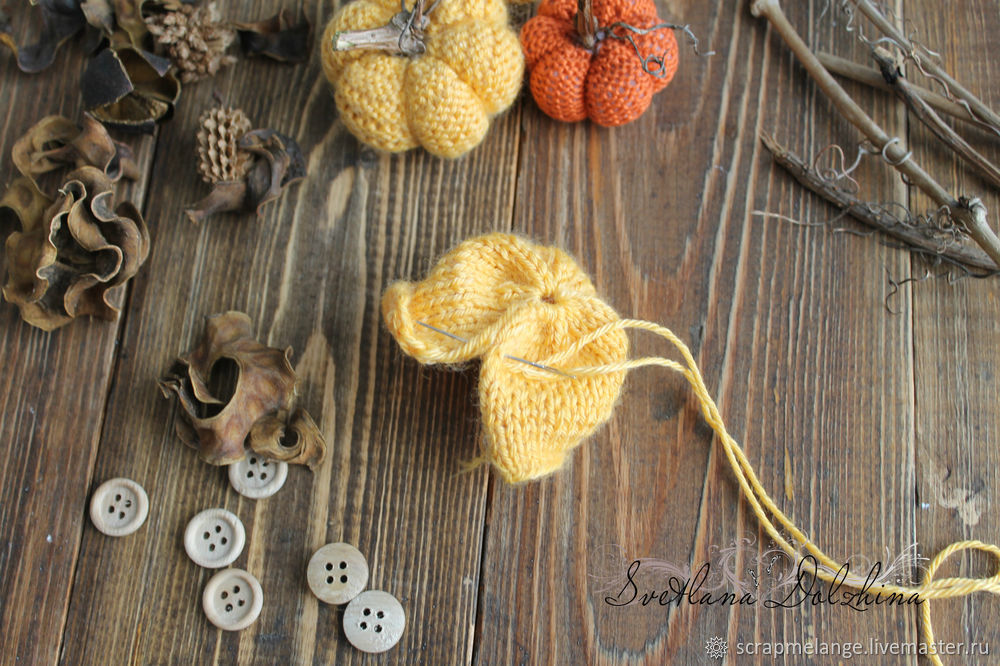 Knitting a Sweet Pumpkin for Halloween Home Decor in 30 Minutes, фото № 5