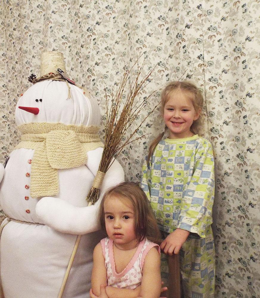 большой снеговик, снеговик с метлой, с новым годом