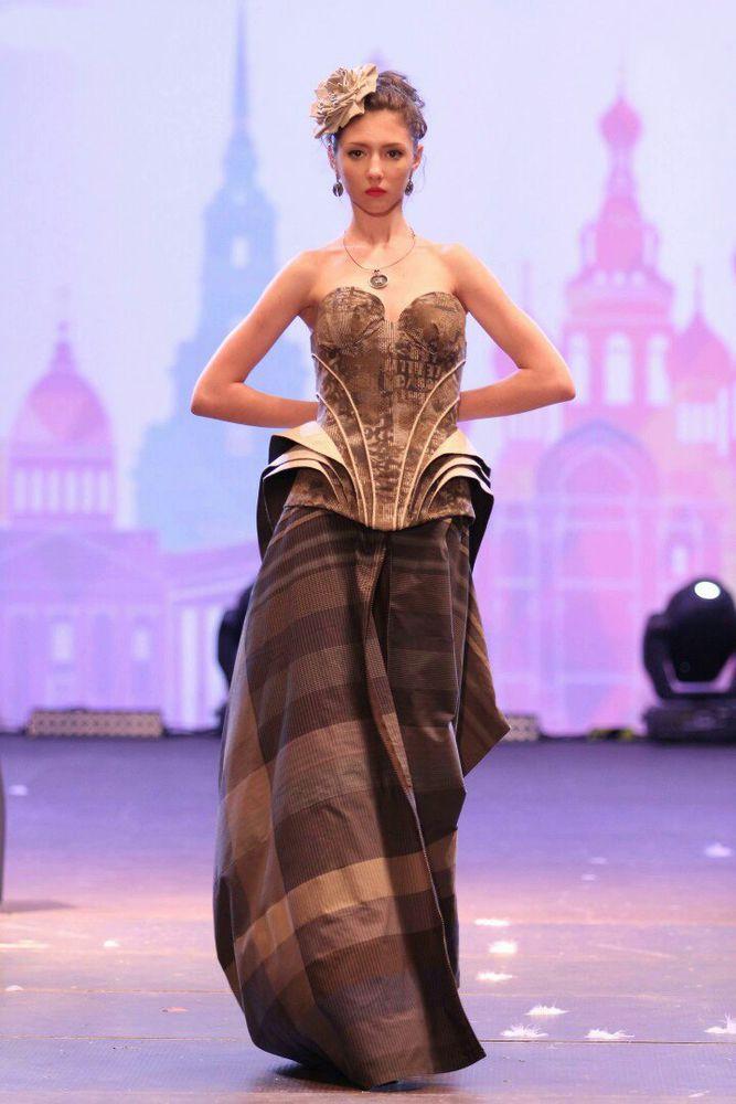 кокошник, корона в стиле дольче, ободок, ободок из бусин, обруч из бусин, из бисера, золотистый, русские традиции