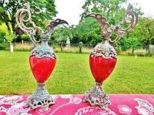 Два старинных декоративных кувшина