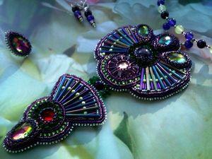 Аукцион на вышитые бисером украшения с крупными кристаллами: кулон и кольцо — закрыт. Ярмарка Мастеров - ручная работа, handmade.