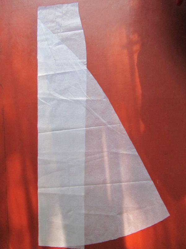Фрагмент (ближний план) - с лево на право - горизонтальная отметка вшивания хвоста под ней