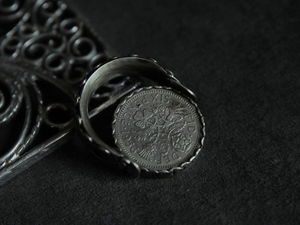 Рассматриваю кольцо-трансформер. Ярмарка Мастеров - ручная работа, handmade.