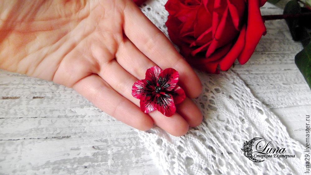 лилия, лепка из полимерной глины, брошь с цветком, брошь из полимерной глины, лилия из пластики, урок лепки, как слепить лилию