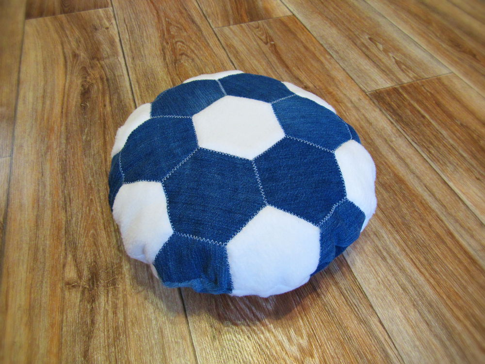 футбол, подушка-игрушка, подушка, подушка в подарок, подушка мяч, для футболиста, для болельщика, мальчику в подарок, мужчине в подарок