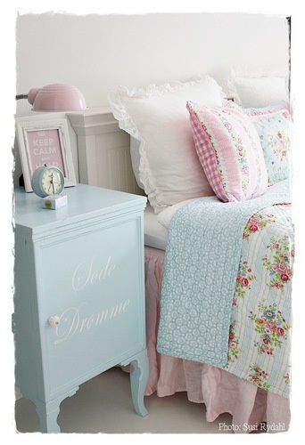 Such a sweet bedroom!