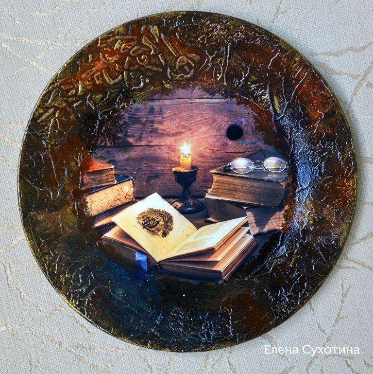 тарелки, книга